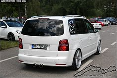 White VW Touran