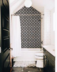 39 Best Farmhouse Bathroom Tile Remodel Ideas – Home Decor Ideas Bad Inspiration, Bathroom Inspiration, Style At Home, Bathroom Renos, Bathroom Ideas, White Bathroom, Attic Bathroom, Master Bathroom, Modern Bathroom