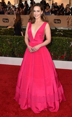 2016 SAG Awards: Emilia Clarke is gorgeous in a pink Dior deep V neck ball gown. I adore the color and the silhouette. Elegant and sexy with the deep V neckline.