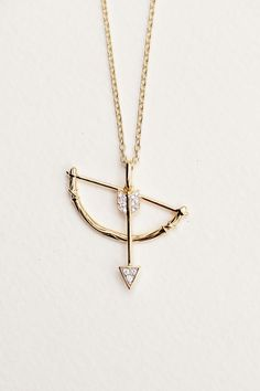 India Hicks Swinging Bow and Arrow: Vermeil and diamond swinging bow and arrow pendant. 24 inch chain if only it wasn't gold! Cute Jewelry, Jewelry Box, Jewelry Accessories, Fashion Accessories, Jewelry Necklaces, Gold Necklace, Jewelry Design, Arrow Necklace, Gold Choker