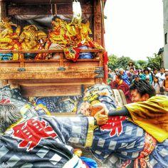 気合一発 掛け声とともに一気に動かします  At once move the Yama over a shout.  #愛知 #犬山市 #犬山祭 #祭り #春…