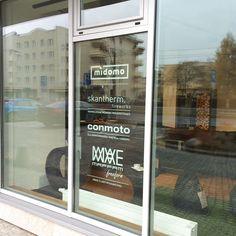Nasz najnowszy showroom otworzyliśmy w Toruniu. Zapraszamy do poznania naszych nowoczesnych mebli z hpl, mobilnych biokominków, ekskluzywnych produktów do aranżacji wnętrz i ogrodu.