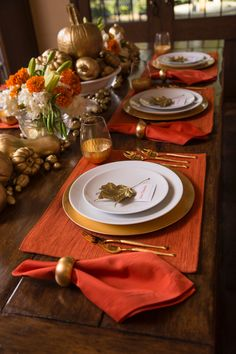 Gilded and Traditional Theme Thanksgiving Tablescape: Orange placemats and napkins provide the tradi Fall Table Settings, Thanksgiving Table Settings, Thanksgiving Tablescapes, Christmas Table Settings, Thanksgiving Decorations, Christmas Tables, Holiday Tables, Table Decorations, Fall Wreaths