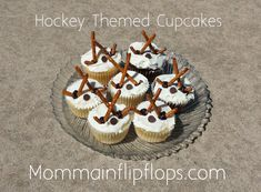 Hockey Themed Cupcakes - momma in flip flops Hockey Birthday, Hockey Party, Boy Birthday, Birthday Cakes, Birthday Ideas, Sweet Cupcakes, Mini Cupcakes, Cupcake Cakes, Cupcake Wrappers