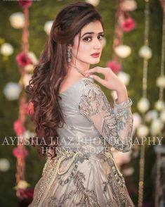 Pakistani Wedding Hairstyles, Mehndi Hairstyles, Pakistani Bridal Makeup, Bridal Mehndi Dresses, Pakistani Wedding Dresses, Indian Hairstyles, Bridal Outfits, Bride Hairstyles, Pakistani Hair
