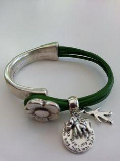 media pulsera zamak flor con cuero 2mm y pasador con colgantes  zamak y cuero zamak y cuero