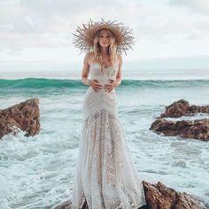 Novias marinas @dillon_ivory #disoñandobodas #disoñando #wedding #bride #novias #mar #style #estilo #bohobride #bohemian #fashion #summer #indie #indiebride #tocado #love