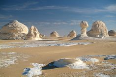 Most Amazing and Beautiful White Desert in Egypt Mount Sinai Egypt, Deserts Of The World, Egypt Culture, Visit Egypt, Desert Life, Environment Concept Art, Luxor Egypt, Places Around The World, Nature Photos