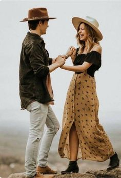 boho outfit trends for couples. simple outfit ideas for photoshoot.