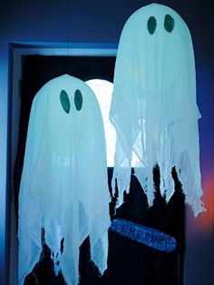 How to make balloon ghosts | Fill balloons with sweets, string enough of these up; use a pokey stick to pop - team games