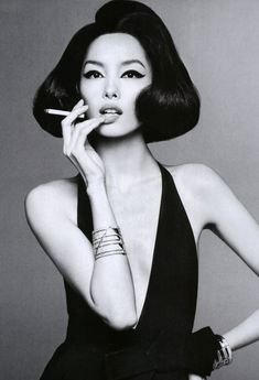 Smoking Ladies, Girl Smoking, Women Smoking Cigarettes, Smoke Pictures, Chanel Resort, Scooter Girl, Steven Meisel, Best Portraits, Black White Art