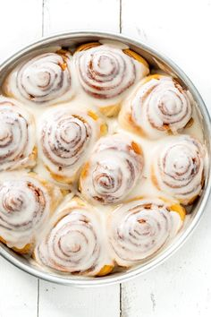 Pioneer Woman's Cinnamon Rolls with maple frosting. This delicious recipe makes a bunch of soft, tender, buttery sweet rolls so feel free to share with family and friends! Cinnamon Roll Icing, Cinnabon Cinnamon Rolls, Best Cinnamon Rolls, Cinnamon Roll Cookies, Homemade Cinnamon Rolls, Blueberry Cinnamon Rolls, Best Cinnamon Roll Recipe, Sourdough Cinnamon Rolls, Overnight Cinnamon Rolls