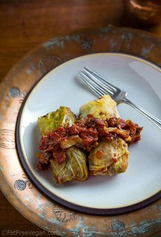 Vegan Cabbage Rolls Stuffed with Lentils {Fat Free Vegan Kitchen} Veggie Recipes, Whole Food Recipes, Vegetarian Recipes, Cooking Recipes, Healthy Recipes, Vegetarian Cabbage, Cabbage Recipes, Vegan Meals, Vegan Cabbage Rolls