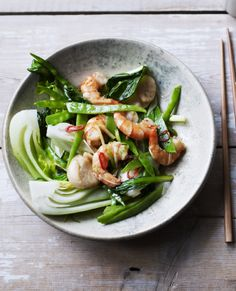 This superb seafood stir fry is a quick cook, so have all your ingredients prepared before you turn the heat on. Spring onions, garlic and ginger give an authentic Cantonese flavour Seafood Stir Fry, Seafood Dishes, Seafood Recipes, Stir Fry Recipes, Lunch Recipes, Cooking Recipes, Recipes Dinner, Healthy Foods To Eat, Cooking