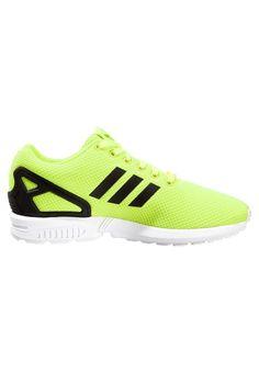 Adidas Originals ZX Flux .Fashion sneakers let sports distinctive.