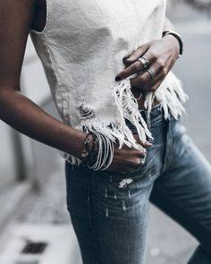 """Jacqueline Mikuta en Instagram: """"Fringy  Rips and fringes! Enjoy your Sunday evening loves! #ootd #denim @klemenswhite"""""""