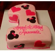 Minnie Mouse number one first birthday cake