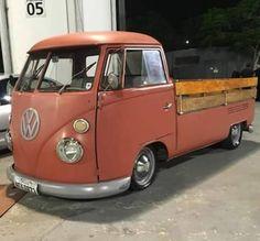 KB #Kombilovers #kombiantiga #kombicabrita #ratlook #hoodride #panelaaircooled #vw (em São Paulo, Brazil) Volkswagen Bus, Vw Kombi Van, Vw T1, Carros Retro, Carros Vw, Vw Pickup, Pickup Trucks, Vw Bugs, Kombi Pick Up