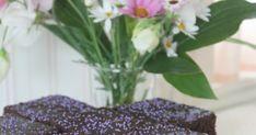Moi! Sain ystävän luona kahvin kanssa jotain uutta ja herkullista! En meinannut uskoa etten ollut ennen tähän piirakkaan törmännyt missää... Plants, Black, Healthy, Black People, Plant, Planets