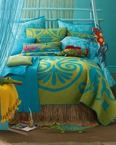 Blue is such a versatile color. In combination with green the look is stunning.