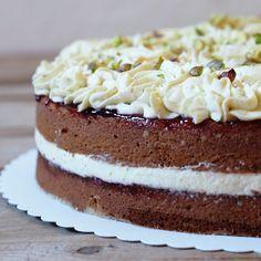 Pistáciové cupcakes  některým chutnaly tak, že jsem byla požádána i o podobný dort k narozeninám. A protože byly fakt super, tak js... Vanilla Cake, Cheesecake, Baking, Cupcakes, Recipes, Food, Cupcake Cakes, Cheesecakes, Bakken