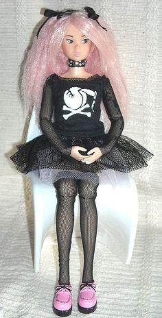 So Prim & Proper! #momoko #doll #pink #creepers