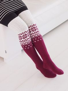Knitting Socks, Handmade Accessories, Sock Shoes, Gloves, Villa, Slippers, Stockings, Footwear, Textiles