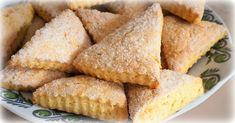 Ak máte doma téglik smotany a dostali ste chuť na sladké, pripravte si tieto lahodné trojuholníčky z youtube.Potrebujeme:330 - 350 g hladkej múky1 ČL prášku do pečiva1/2 ČL soli2 ČL cukru1 vajce100 g masla100 g … Cornbread, Biscuits, Cookies, Ethnic Recipes, Food, Youtube, Millet Bread, Crack Crackers, Crack Crackers