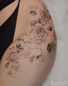 Feminine Thigh Tattoos, Small Thigh Tattoos, Hip Tattoo Small, Side Of Thigh Tattoo, Small Hip Tattoos Women, Side Thigh Tattoos Women, Tattoos For Women, Side Body Tattoos, Upper Thigh Tattoos