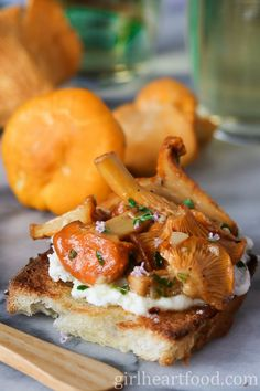This Chanterelle Mushroom Crostini with Ricotta, Thyme and Honey is an easy appetizer that tastes so delicious and is perfect for entertaining! Chanterelle Mushroom Recipes, Mushroom Appetizers, Appetizers For Party, Appetizer Recipes, Gluten Free Puff Pastry, Creole Recipes, Clean Eating Snacks, Ricotta, Stuffed Mushrooms