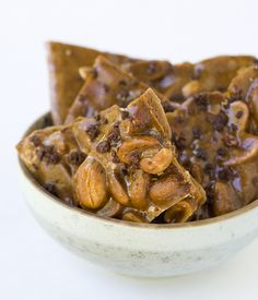Peanut Brittle with Caramelized Cacao Nibs - Toffee Taste!