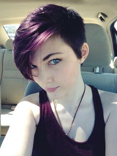 17 Stylish Hair Color Designs: Purple Hair Ideas to Try Colours in winter? 12 magnificent colour ideas for the coming season! Dark Purple Hair, Plum Hair, Hair Color Purple, Purple Colors, Purple Pixie Cut, Dark Hair, Violet Hair, Short Purple Hair, Colours