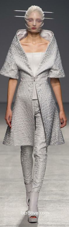 Gareth Pugh Spring Summer 2013 Ready To Wear Collection  Once you get past the runway artistry its quiet beautiful!