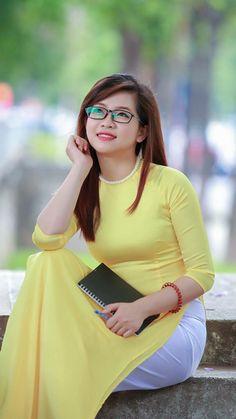 Women Who Defy Today's Standards Of Beauty Beautiful Girl Photo, Beautiful Girl Indian, Traditional Fashion, Traditional Dresses, Ao Dai, Vietnamese Dress, Cute Asian Girls, Asian Woman, Asian Beauty