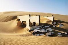 Cette maison, que le désert du Sahara s'est réappropriée. | 18 lieux abandonnés et complètement envoûtants à travers le monde