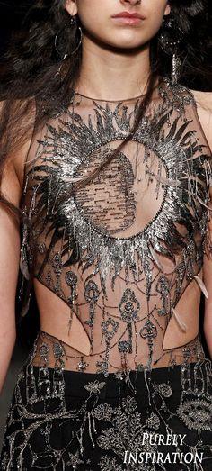Alexander McQueen FW2017 Women's Fashion (details) RTW   Purely Inspiration