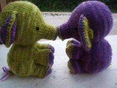 Elefante by Susan B. Anderson. malabrigo Worsted, Cuarzo and Lettuce colors.