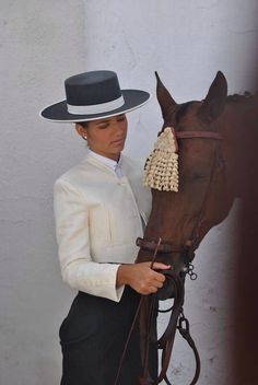 Equestrian Equipments Tips Spanish Hat, Spanish Style, Women's Equestrian, Equestrian Outfits, Horse Caballo, Horse Girl Photography, Riding Habit, Western Hats, We Are The World