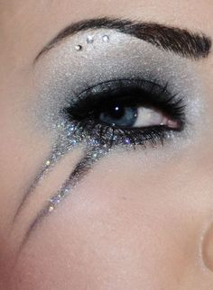 Eye Design - Glitter and jewels.. These colors are pretty for winter eye makeup. #eyemakeup #winter