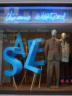 3D Letters Store Signage, Retail Signage, Window Display Design, Store Window Displays, Retail Windows, Store Windows, Visual Merchandising, Vitrine Design, Window Signage