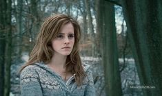 """Emma Watson as Hermione Granger is """"Harry Potter and the Deathly Hallows Part Hermione Granger, Harry E Hermione, Draco, Hermione Hair, Harry Potter Words, Images Harry Potter, Harry Potter Films, Harry Potter Female Characters, Strong Female Characters"""