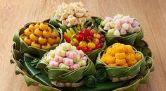 Food N, Food And Drink, Food Decoration, Table Decorations, Cake Packaging, Thai Dessert, Thai Recipes, Serving Bowls, Catering