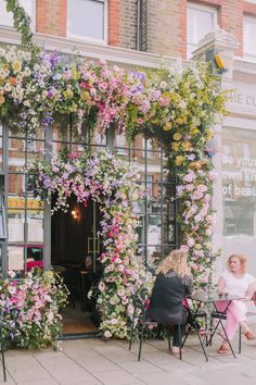 Our Early Hours installations flowering up London this Summer 2019 Summer Flowers, Beautiful Flowers, Flower Shop Design, Chelsea Flower Show, Flower Aesthetic, London Wedding, Florist London, Flower Arrangements, Wedding Flowers