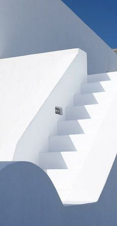 Villa Fabrica, a renovated old factory in Santorini just underneath the castle of Pyrgos. Minimalist Architecture, Art And Architecture, Architecture Details, Sombra E Penumbra, Lumiere Photo, Villa, White Building, Santorini Greece, Mykonos