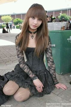 If you don't have any gothic fashion sense, this article is for you. There is absolutely no reason for you to look like a gothic fashion disaster. Hot Goth Girls, Punk Girls, Gothic Girls, Goth Beauty, Dark Beauty, Gothic Dress, Gothic Lolita, Dark Fashion, Gothic Fashion