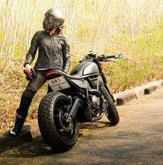 Rider Girl on Ducati Scrambler Custom Cafe Racer Cafe Racer Shop, Cafe Racer Girl, Custom Cafe Racer, Cafe Racer Build, Ducati Scrambler Custom, Ducati Motorcycles, Scrambler Motorcycle, Moto Bike, Motorcycle Style
