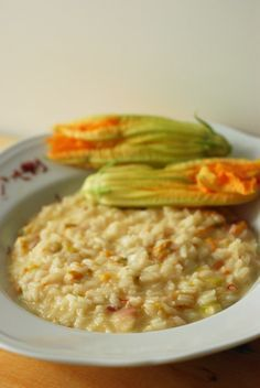 Risotto with courgette flowers, speck and saffron exquisite alternative to the classic . Italian Risotto Recipe, Risotto Recipes, Italian Pasta, Tortellini, Gourmet Recipes, Appetizer Recipes, Gnocchi Pasta, Rice Pasta, Italy Food