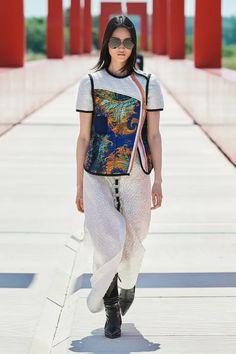 Fashion Beauty, Luxury Fashion, Fashion Looks, Fashion Show, Fashion Design, Fashion Trends, Women's Fashion, Louis Vuitton Official Website, Celebrity Style