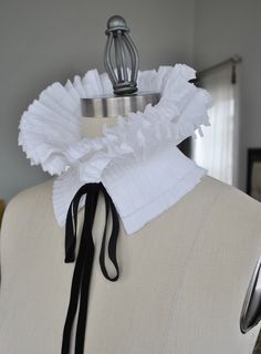 High Collar/Ruffle Detachable Collar/Pleated Collar/Black and White/French collar/Ascot collar/Neckline/Pleats/Collar idea/ rusteam tt team Collar And Cuff, High Collar, Neck Collar, Fashion Details, Diy Fashion, Fashion Design, Origami Fashion, Costume Blanc, Detachable Collar