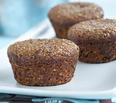 Date Bran Muffins- With sweet, plump dates and natural bran, these delicious muffins will bring a little extra sunshine to your mornings. Banana Bran Muffins, Date Muffins, Quick Bread Recipes, Baking Recipes, Lemon Cranberry Muffins, Whole Wheat Muffins, Streusel Coffee Cake, Biscuit Recipe, Yummy Food